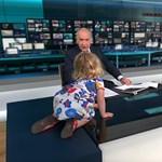 Cuki kislány verte szét a tévés beszélgetést - videó