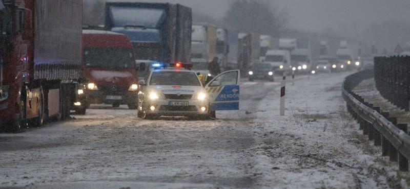 Riasztást adtak ki az ónos eső miatt, sokfelé akadozik a közlekedés