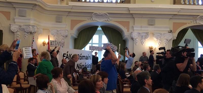 Római: Megszavazták a part menti verziót, a civilek kiakadtak, az ellenzék megosztott