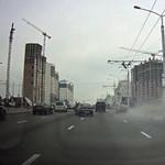 Itt egy épületes példája a relatív gyorshajtásnak – videó