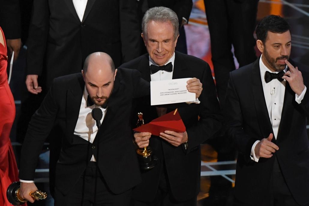 afp.17.02.27. - Hollywood, USA: 89. Oscar-díj - díjátadó - Warren Beatty rossz borítékot olvasott fel, a La la Land helyett a Holdfény nyert. - Oscar-díj 2017