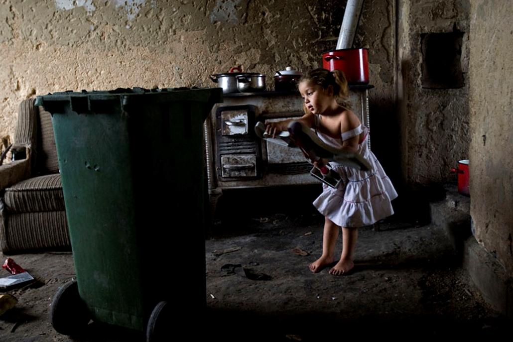 A mélyszegénységben élő borsodi törpefalu, Bódvalenke egész házfalakat beborító, cigány álmokat ábrázoló gigantikus festményekkel szeretne kitörni az ismeretlenségből és kilátástalanságból.