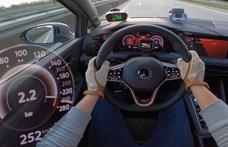 Nem vall szégyent az Autobahnon a 300 lóerős Volkswagen Golf GTI Clubsport