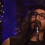 Így énekli apja karácsonyi dalát Sean Lennon