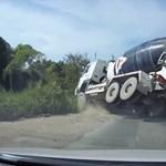 Nagyot mentett a betonkeverő sofőrje, de nemcsak emiatt tanulságos ez a videó