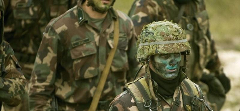 Fegyveres katonákat küld a határra a Fidesz, és zárt táborokat épít