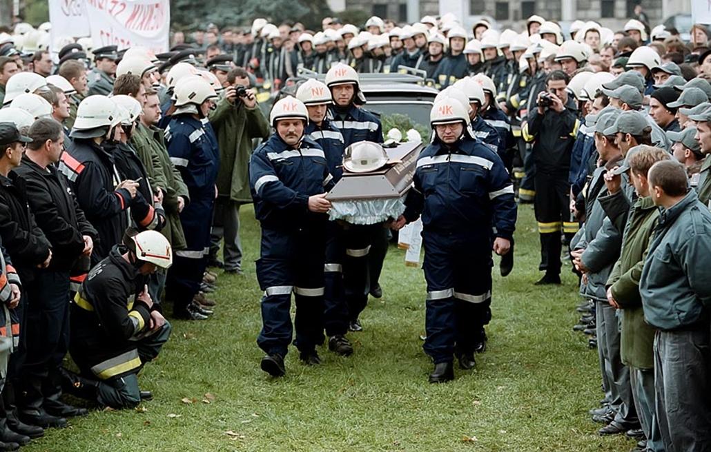 Sztrájkok,tüntetések az elmúlt években- 2001. Tűzoltók tüntetnek a veszélyességi pótlékért