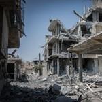 Megrázó drónfelvétel a rommá lőtt Rakkából – videó