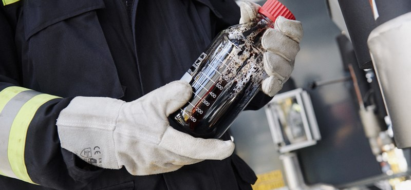 Kidobott műanyagból készül üzemanyag a szomszédban – megnéztük