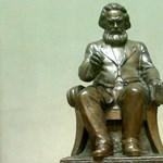 Menjen vagy maradjon a Marx-szobor a Közgázon?