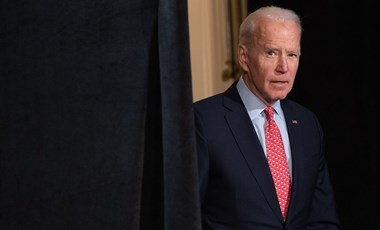 Tartja az előnyét Biden