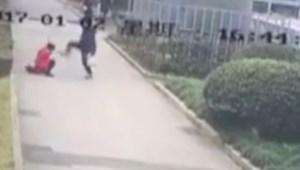 Vitába szállt vele előadáson, megverte az egyetemista lányt: videó