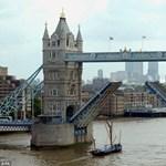 Soha sem látott képek a Tower Bridge építéséről