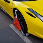 Szentendrén egyre nagyobb a parkolási káosz, kerékbilincselni kezdenek