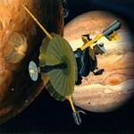 Különös jelenség a Jupiter holdján: vizét lövelli az űrbe az Európé