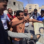 Kadhafi nem ússza meg, ha Algériába menekül
