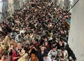 Más de 600 afganos a bordo partieron de Kabul en un avión estadounidense - foto