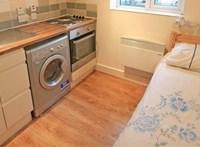 Az ágy a sütőtől egy méterre található – forrnak az indulatok két lakás miatt az Egyesült Királyságban