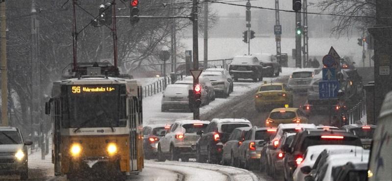 Havazás Budapesten: több buszjárat is leállt