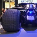 Élőben egészen félelmetes Batman autója, körbefotóztuk