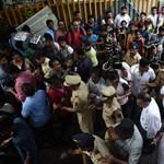 Tömegpánik a vasútállomáson: sokan meghaltak Mumbaiban