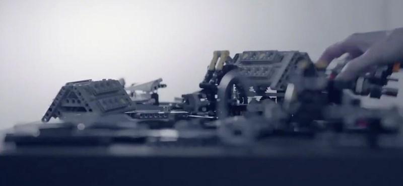 Meg is van a karácsonyi ajándék: jön a Lego legújabb autója, és imádni fogja
