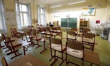 Egy balatonboglári középiskolában online oktatásra tértek át egy fertőzött tanár miatt