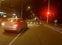Piros, zebra, gyalogos, záróvonal – ennek az autósnak mindegy volt