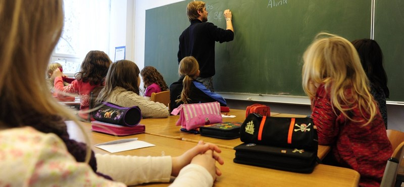 """A tanárok """"nem lógatják a lábukat"""": Jocó bácsi bizonyítéka"""