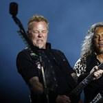 Leesett a színpadról a Metallica frontembere - videó