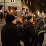 Kivezették és leteperték a saját koncertjéről az énekest (videó)