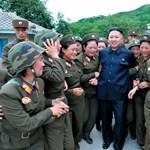 A rettegett mackófelső: Kim Dzsongék tudják, mi a stílus