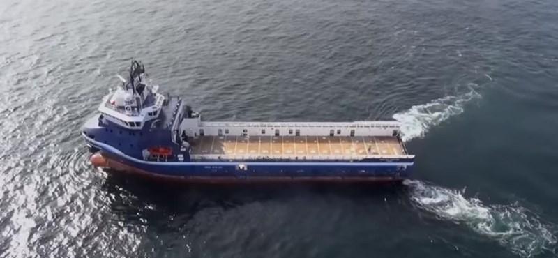 A kapitány 8 ezer kilométerről vezette a teherhajót