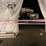 Meghekkelték a Nemzeti Színházat a Színművészeti miatt tiltakozók