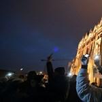 A magyar felsőoktatás szabadságáért tüntettek Budapesten - fotó, videó