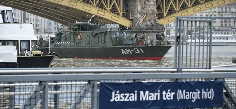 Honvédségi hajó érkezett az elsüllyedt Hableányhoz - a dunai hajóbaleset hírei percről percre