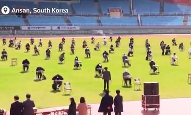 Stadionban rendezték a vizsgákat, hogy mindenki egyszerre írhassa meg
