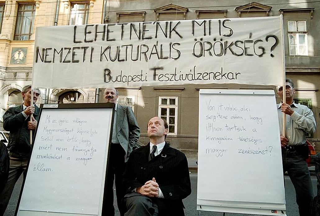 Sztrájkok,tüntetések az elmúlt években- Fischer Iván tüntetés 1999