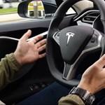 Nem ment jól a Tesla szekere, egymilliárd dollártól estek el