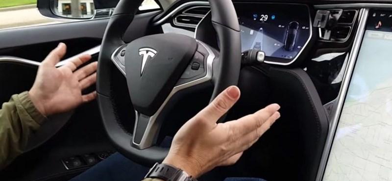 Lepontozták a Tesla Autopilotot