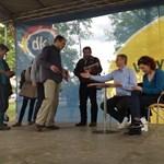 DK-majális: Gyurcsány ingyenes ivóvízzel kampányolt