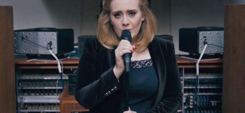 Adele zaklatott kézírásos levélben vallott be valamit - fotó