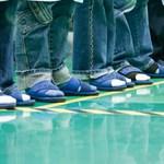 Van egy jó hírünk a férfiaknak: többé már nem szentségtörés szandált húzni zoknira