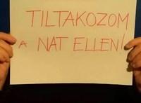 Az iskolaudvaron tiltakoztak a berzsenyis diákok a NAT ellen