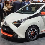 Színes vászontetőt kapott a Toyota városi kisautója