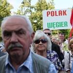 Orbán Viktor mellett, a Tavares-jelentés ellen tüntettek Varsóban