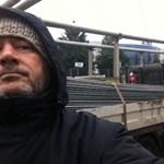 Karácsonyi ajándék: körbekordonozzák az éhségsztrájkolókat
