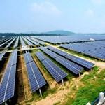Kína már szinte billiárdozik a megújulókkal
