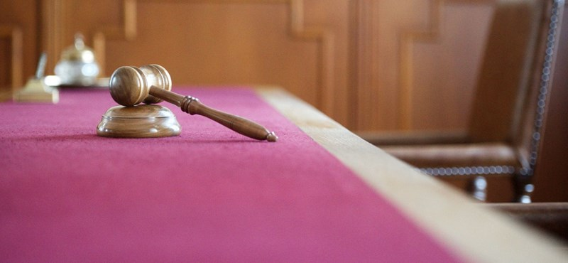 Lengyel bíróságok: a kormány csak abban engedett, amiben muszáj volt