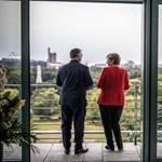 Fotó: Orbán Viktor hurkás nadrágban ment Merkelhez is
